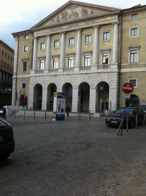 Ancona Centro Storico in Piazza Della Repubblica, affittasi negozio di mq.100