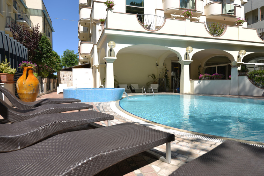 Rimini in prima linea vista mare hotel 4 stelle con 43 - Residence rimini con piscina ...